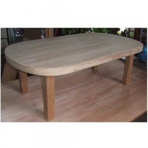 チーク材のテーブル
