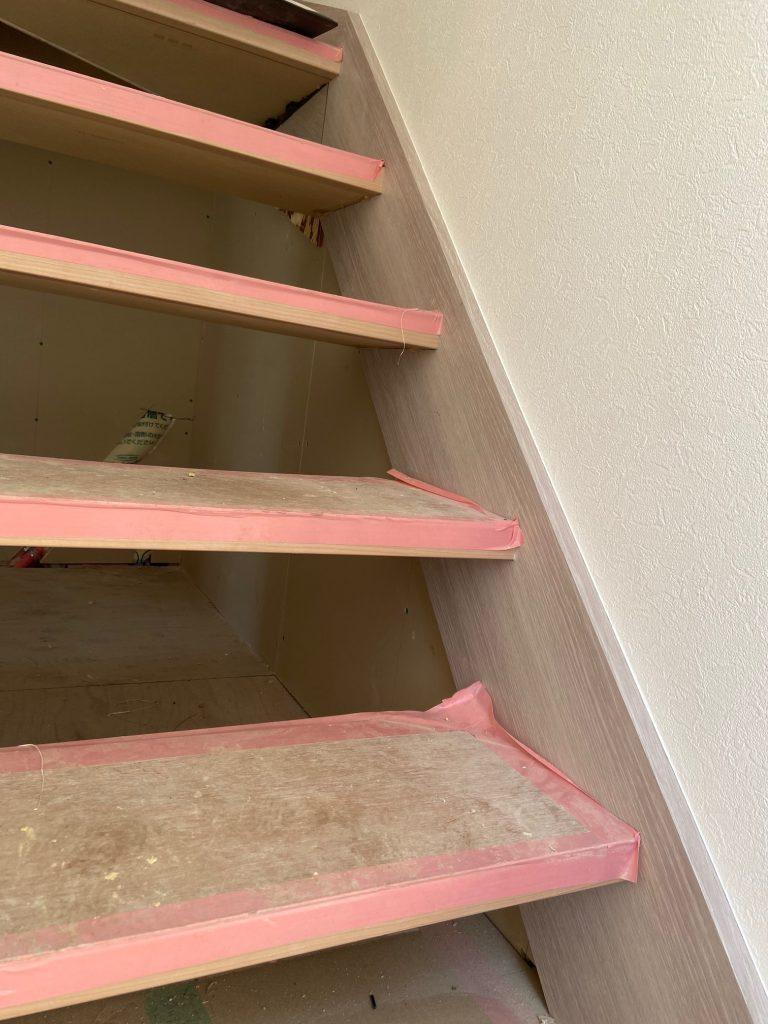 階段下の開口部